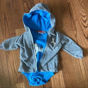 💥5/$25 Fisher-Price onesie & hoodie in size 12m